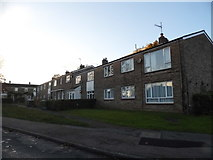 TL0807 : Flats on Poynders Hill, Leverstock Green by David Howard
