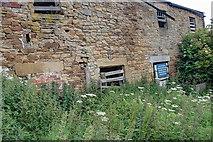 SK2468 : Dilapidated Barn by Mick Garratt