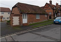SU5290 : The Old Smithy, Didcot by Jaggery