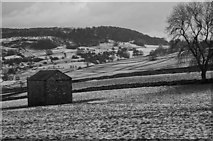 SK1678 : Small field barn, Little Hucklow by Peter Barr