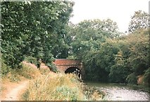 SP7288 : Gallows Hill Bridge carries the B6047 over the Leicestershire & Northamptonshire Canal by Tim Glover
