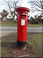TL3003 : Cuffley: postbox № EN6 114, Tolmers Road by Chris Downer