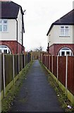 SO8277 : Start of footpath from Franche Road, Kidderminster by P L Chadwick