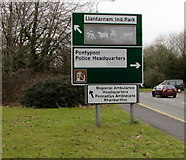 ST3091 : Updated directions sign at the southern edge of Cwmbran by Jaggery