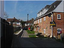 TQ1649 : Walkway from London Road by Alan Hunt