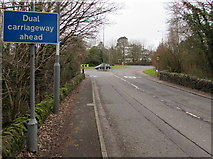 ST3091 : Dual carriageway ahead sign, Newport Road, Llantarnam by Jaggery