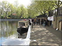 TQ2681 : Queue for narrowboat waterbus, Little Venice by David Hawgood