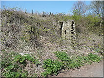 SE0722 : Ruin next to London Road, Norland by Humphrey Bolton