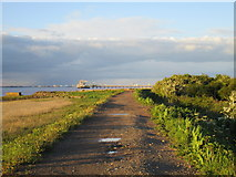 TA0623 : Footpath to New Holland by Jonathan Thacker