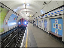 TQ3083 : King's Cross St. Pancras tube station, Victoria Line by Mike Quinn