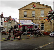 SP4416 : Balloons and a temporary stage in front of Woodstock Town Hall by Jaggery