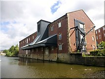 SD8538 : Leeds And Liverpool Canal Warehouse, Nelson by Rude Health