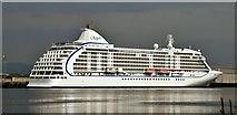 "J3576 : The ""Seven Seas Voyager"", Belfast (August 2015) by Albert Bridge"