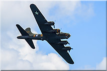 SZ1090 : Bournemouth Air Festival 2015 - B-17 Flying Fortress by Mike Searle