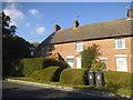 TQ4738 : Cottages on Edenbridge Road by David Howard
