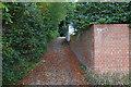 TQ1364 : Footpath off Lammas Lane, Esher by Alan Hunt