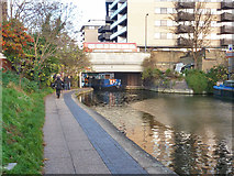 TQ3283 : New North Road Bridge, Regent's Canal by Robin Webster