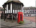 SO7225 : K6 phonebox alongside Market House, Newent by Jaggery