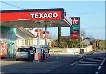 S3201 : Texaco garage by Ian S