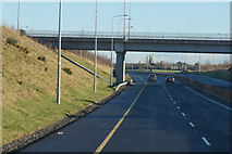 S7069 : The M9 northbound at junction 6 by Ian S