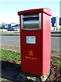 TA1564 : Elizabeth II postbox on Lancaster Road, Carnaby Industrial Estate by JThomas