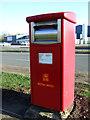 TA1564 : Elizabeth II postbox on Lancaster Road, Carnaby Industrial Estate by JThomas
