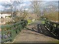 TQ2276 : Pedestrian approach to the London Wetland Centre by Marathon