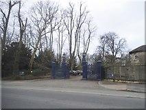 SP5206 : The entrance to Headington Hill Park by David Howard