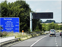 SE2911 : Northbound M1, Variable Message Sign at Junction 38 by David Dixon