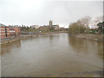 SO8454 : Looking South down the River Severn in Worcester by David Hillas