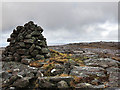NG7651 : Summit cairn and plateau on Croic Bheinn by wrobison