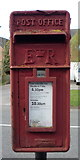 SK1831 : Close up, Elizabeth II postbox on Uttoxeter Road, Foston by JThomas