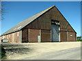 TG0526 : Station Farm Barn by Evelyn Simak