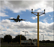 TQ0975 : Aeroplane about to land on Heathrow Runway 27L by Andrew Tatlow