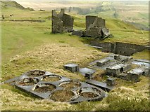 SO5977 : Building remains, Titterstone Clee quarries by Alan Murray-Rust