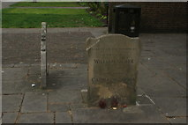 TQ3282 : View of William Blake's grave in Bunhill Fields by Robert Lamb