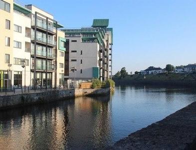 G6936 : Apartment block on Sligo waterfront by Alan Reid