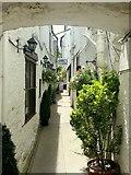 SO2914 : Alleyway off Cross Street, Abergavenny by Jonathan Billinger