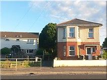 SZ0794 : Ensbury Park: footpath N08 leaves Columbia Road by Chris Downer