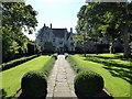 SU0970 : Avebury Manor by PAUL FARMER