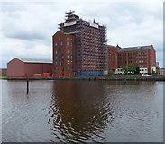 TA2710 : Victoria Mills in Grimsby by Mat Fascione