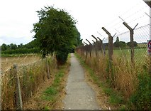 SP2705 : Public footpath to Willow Meadows and Carterton, near Carterton, Oxon by P L Chadwick
