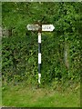 SJ8963 : Fingerpost at Key Green by Alan Murray-Rust