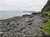 NM7413 : Shore north of Cullipool by Anne Burgess