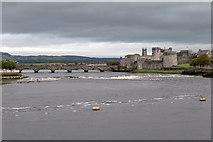 R5757 : King John's Castle and Thomond Bridge by David P Howard