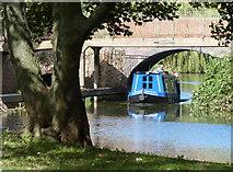 SK5907 : Narrowboat passing under the Thurcaston Road Bridge by Mat Fascione