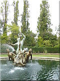TQ2882 : Fountain and pond in Queen Mary's Gardens Regent's Park by Rod Allday