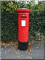 SD5290 : George VI postbox on Oxenholme Road by JThomas