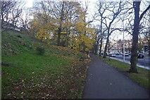 NT2674 : Path beside London Road by Richard Webb