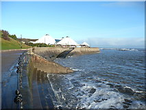 TA0390 : The North Bay promenade approaching the Sea Life Centre, Scarborough by Humphrey Bolton